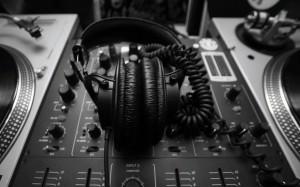 mixer-and-headphones